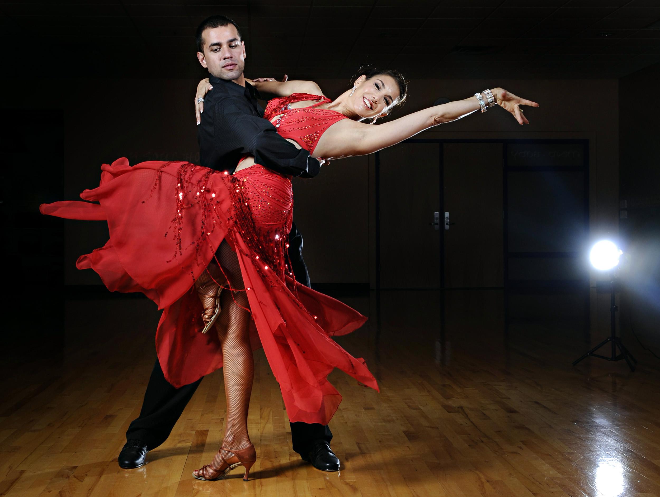 Занятия бальными танцами в СПб.