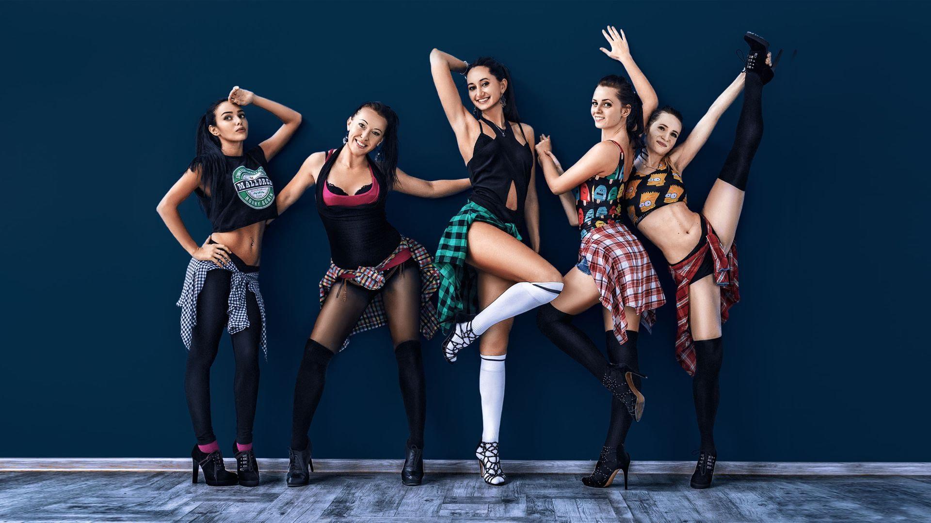 Уроки клубных танцев.