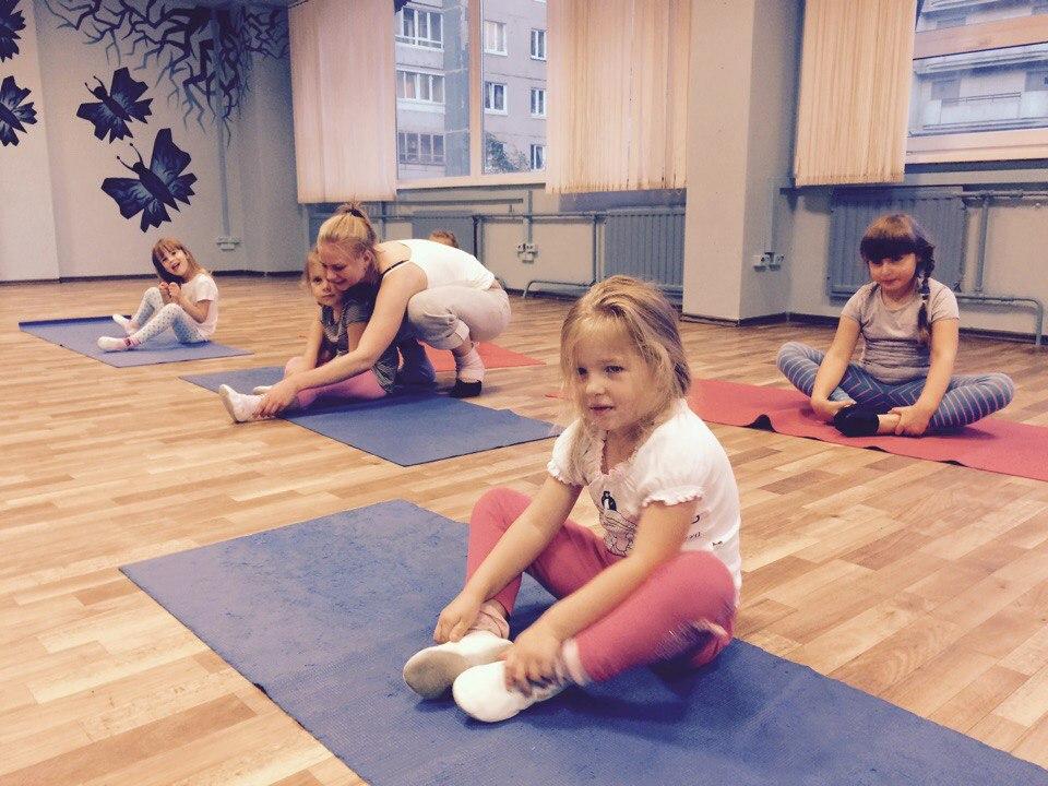 Детская школа танцев проводит набор на занятия танцами для начинающих в детский коллектив.